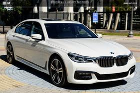2018 BMW 750 i:24 car images available
