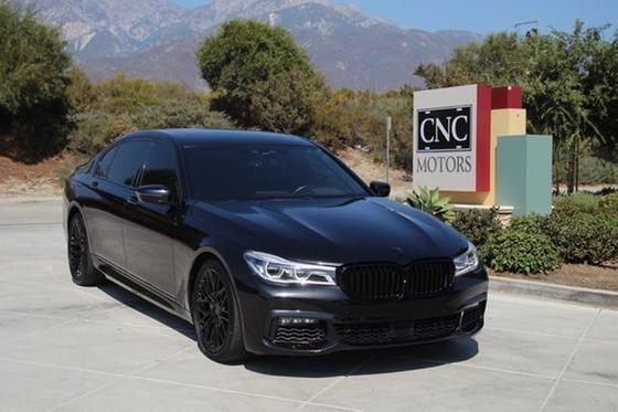 2016 BMW 750 i:24 car images available