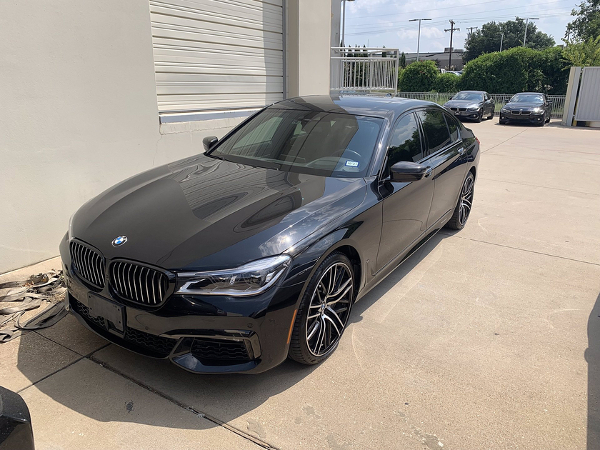 2019 BMW 750 i:8 car images available