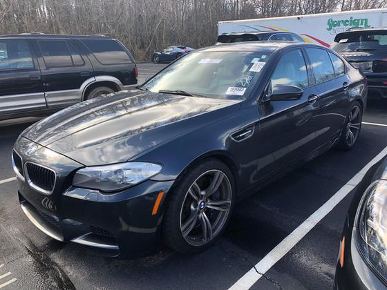 2013 BMW M5 Sedan : Car has generic photo