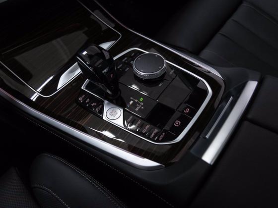 2021 BMW X5 M50i