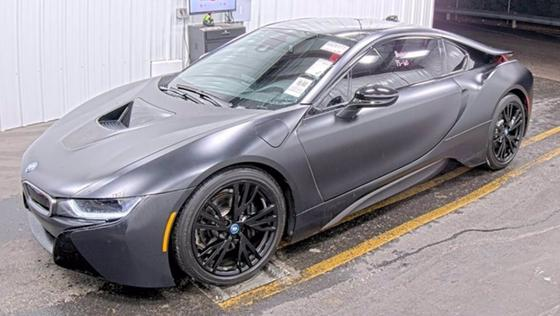2017 BMW i8 :4 car images available
