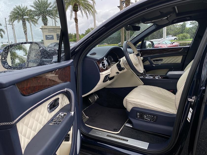 2019 Bentley Bentayga V8:11 car images available