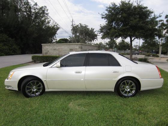 2008 Cadillac DTS Performance:18 car images available