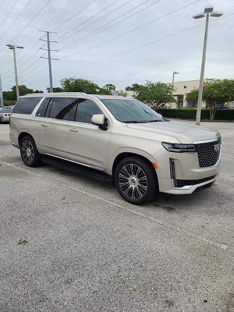 2021 Cadillac Escalade ESV:8 car images available