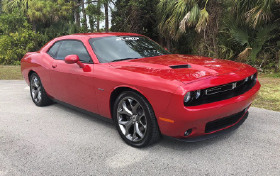 2017 Dodge Challenger R/T:6 car images available