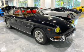 1965 Ferrari 330 GT 2+2 : Car has generic photo