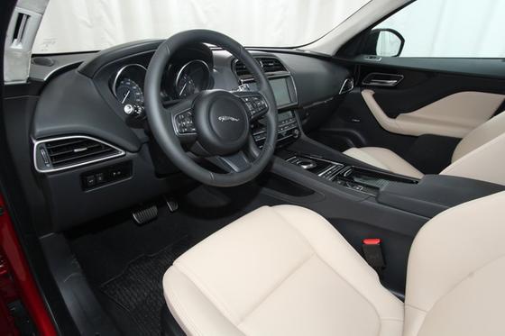 2019 Jaguar F-PACE 25t Premium