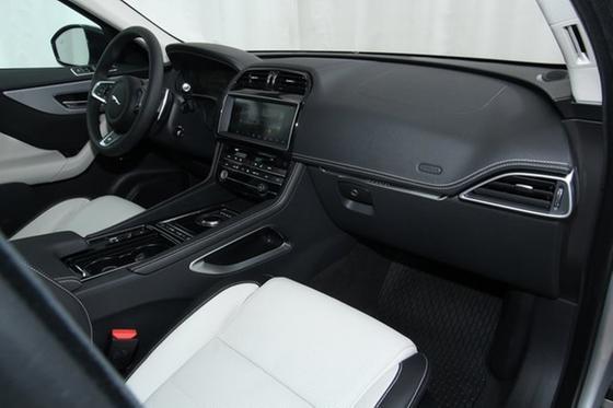 2018 Jaguar F-PACE 30t R-Sport