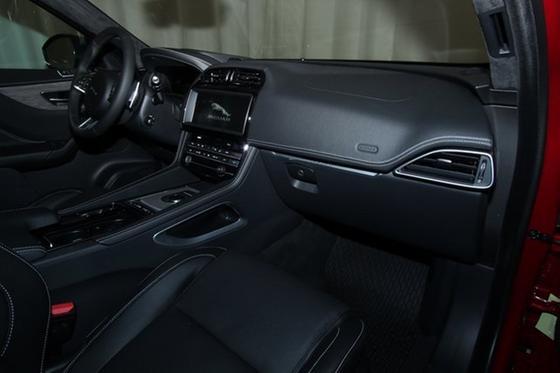 2019 Jaguar F-PACE S