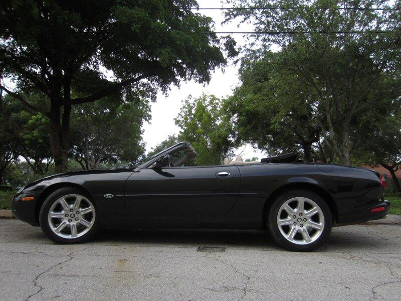 2000 Jaguar XK-Type 8:20 car images available