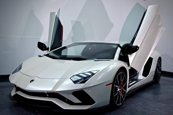 2017 Lamborghini Aventador S:20 car images available