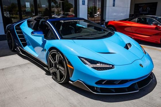 2017 Lamborghini Centenario Roadster:24 car images available