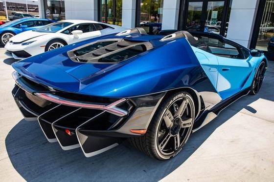 2017 Lamborghini Centenario Roadster