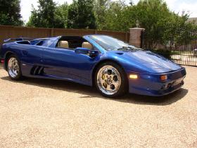 1996 Lamborghini Diablo Roadster:12 car images available