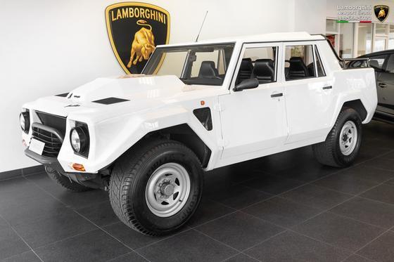 1989 Lamborghini LM002 :24 car images available