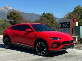 2020 Lamborghini Urus :11 car images available