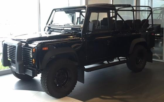 1997 Land Rover Defender 110:12 car images available