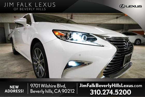 2017 Lexus ES 300H:9 car images available