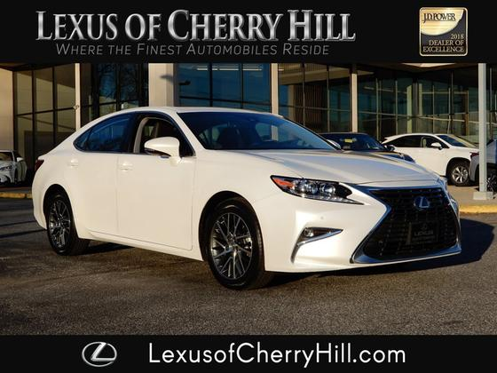2017 Lexus ES 350:24 car images available