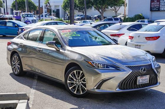 2019 Lexus ES 350:24 car images available