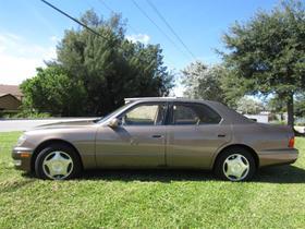 1998 Lexus LS 400:18 car images available