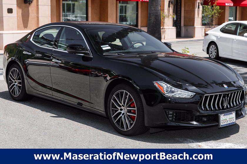 2021 Maserati Ghibli :12 car images available