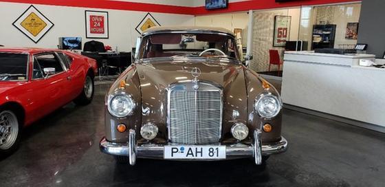 1957 Mercedes-Benz Classics 220S