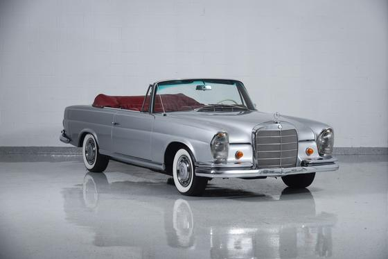 1966 Mercedes-Benz Classics 220SE:24 car images available