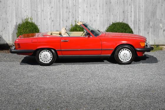 1989 Mercedes-Benz Classics 560SL:21 car images available