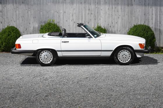 1989 Mercedes-Benz Classics 560SL:24 car images available