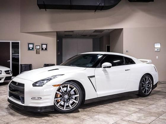 2012 Nissan GT-R Premium:24 car images available