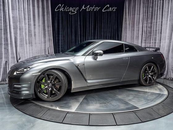2011 Nissan GT-R Premium:24 car images available