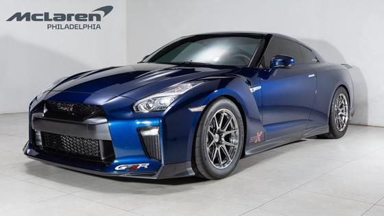 2017 Nissan GT-R Premium:22 car images available
