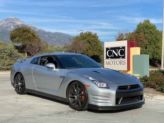 2014 Nissan GT-R Premium:11 car images available