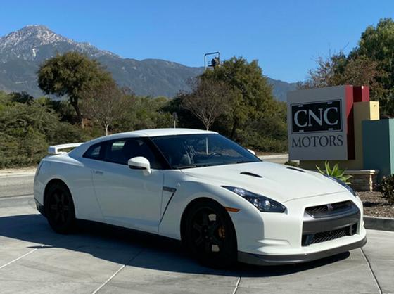 2009 Nissan GT-R Premium:10 car images available