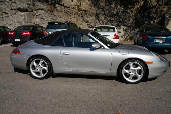 2000 Porsche 911 Carrera 2 Cabriolet:12 car images available