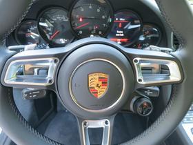 2017 Porsche 911 Carrera 4