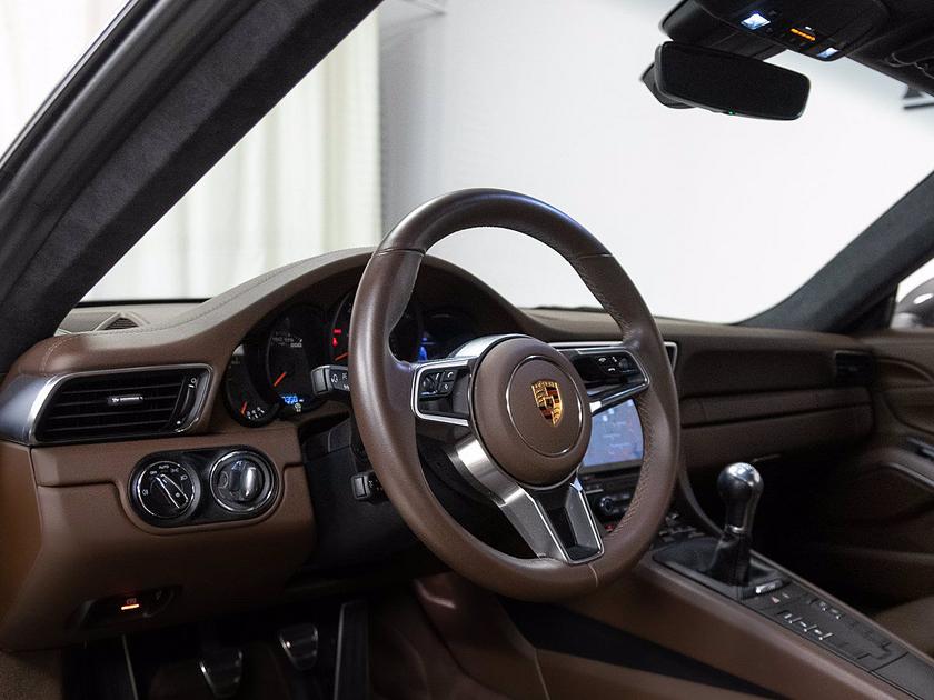 2018 Porsche 911 Carrera 4