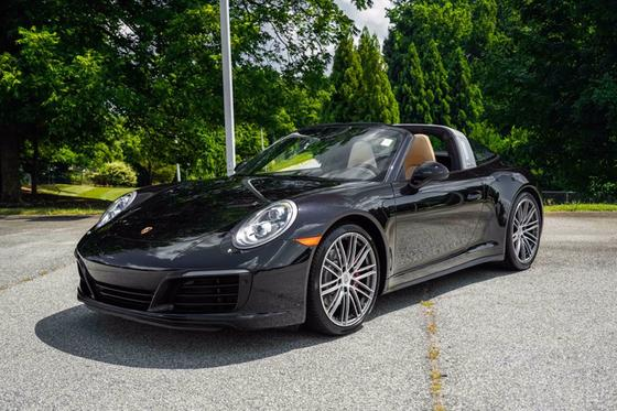 2017 Porsche 911 Carrera 4S:24 car images available