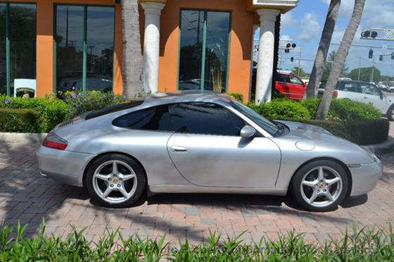 2000 Porsche 911 Carrera:24 car images available