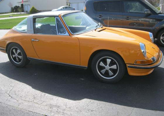 1970 Porsche 911 T : Car has generic photo