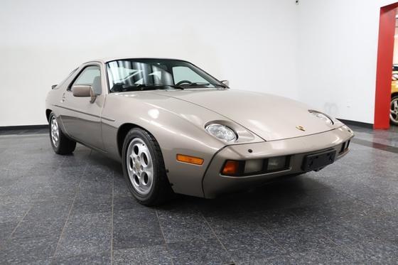1984 Porsche 928 :24 car images available