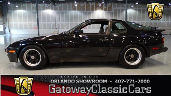 1984 Porsche 944 :24 car images available