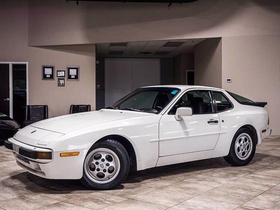 1988 Porsche 944 :24 car images available