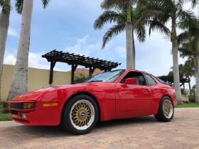 1988 Porsche 944 :12 car images available