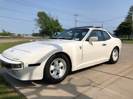 1985 Porsche 944 :12 car images available