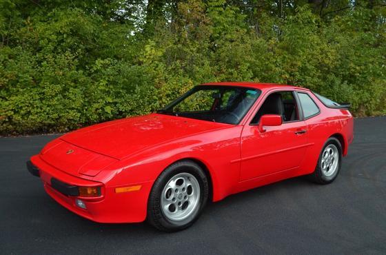 1986 Porsche 944 :24 car images available