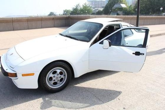 1987 Porsche 944 S:6 car images available