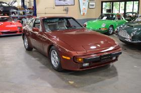 1985 Porsche 944 S:23 car images available